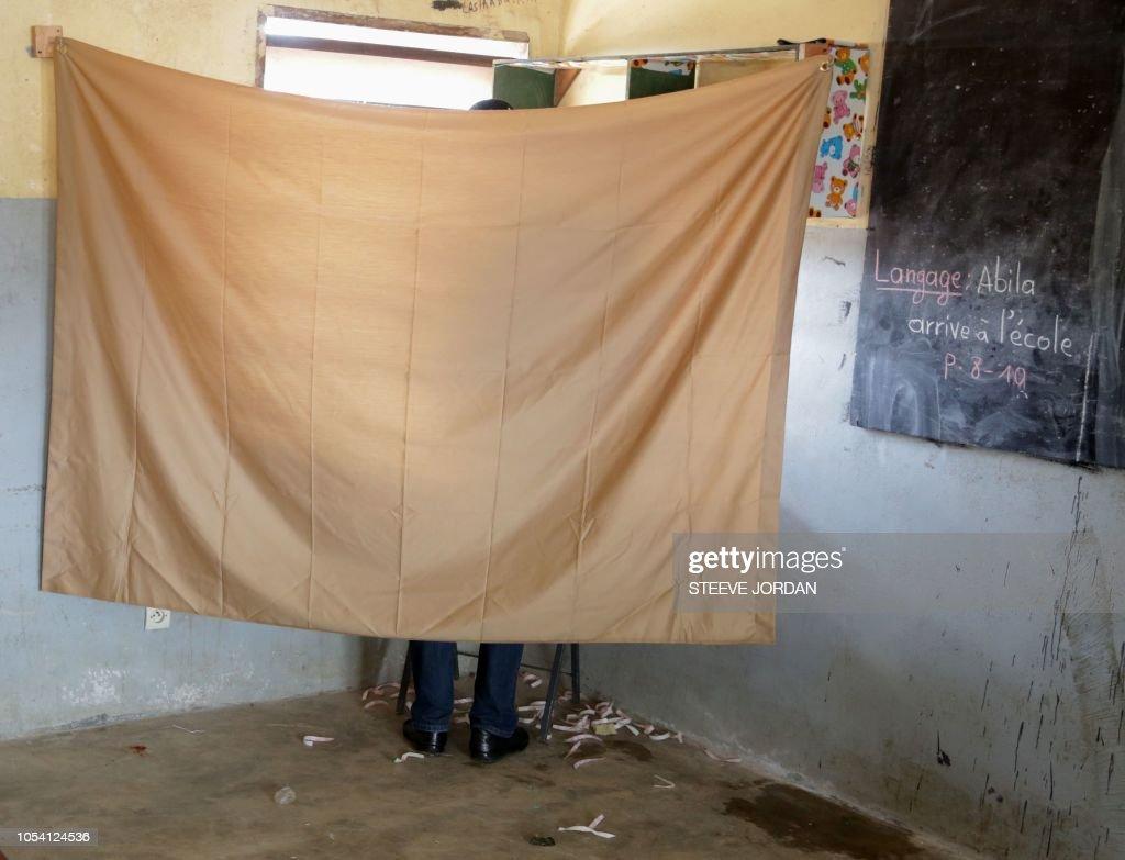 GABON-POLITICS-ELECTION-VOTE : News Photo
