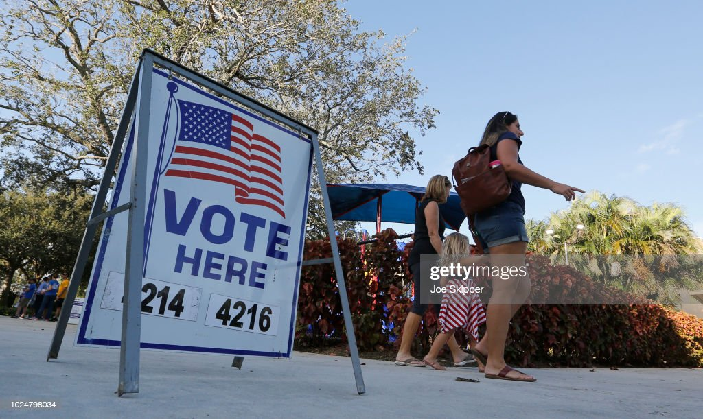 Florida Voters Cast Their Ballots In State's Primary : News Photo