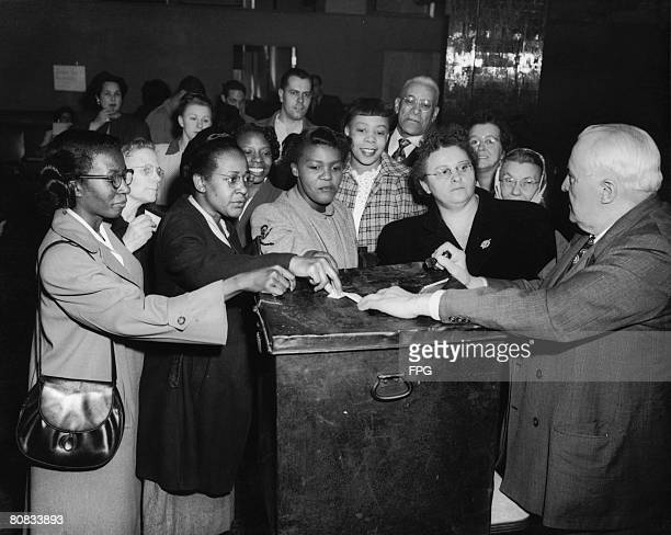 Voters at a polling station in Pittsburgh 1950