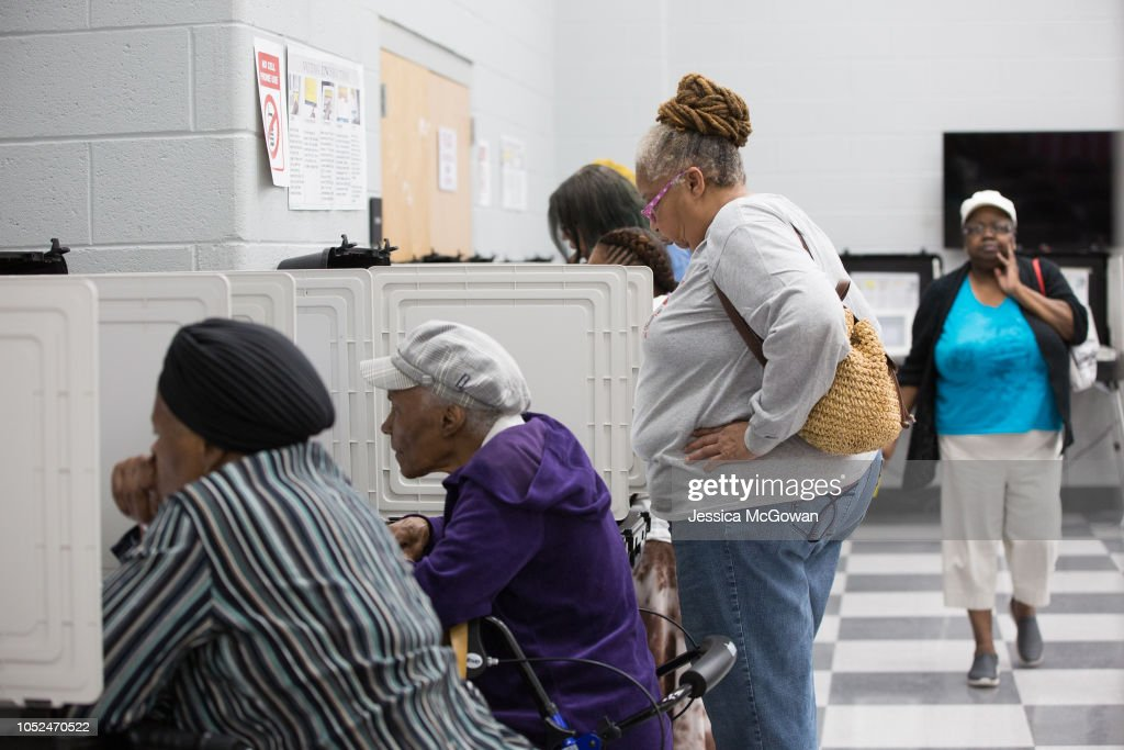 Early Voting Begins In Georgia's Gubernatorial Election : News Photo