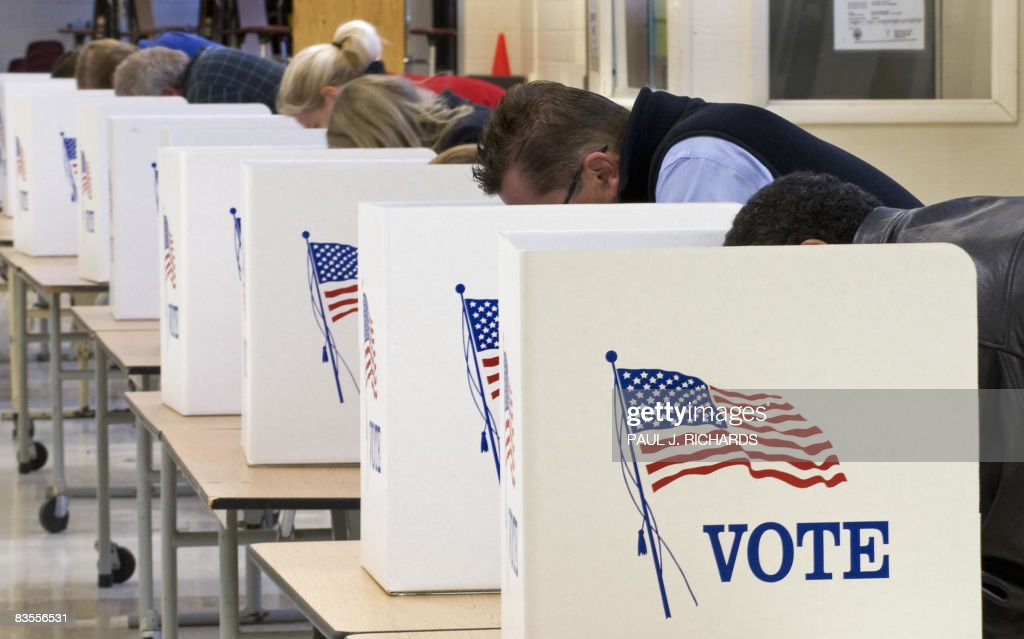 Voters cast their ballots on Election Da : News Photo