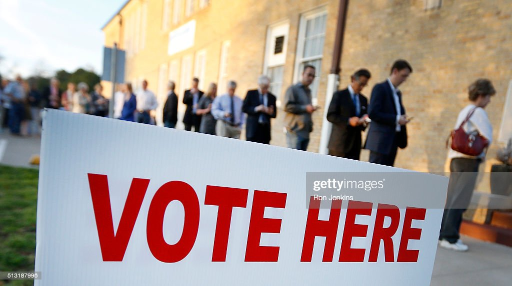 Voters line up to cast their ballots on Super Tuesday March 1, 2016 in Fort Worth, Texas. 13 states and American Samoa are holding presidential primary elections, with over 1400 delegates at stake.