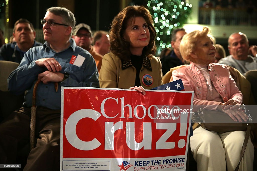 GOP Presidential Candidate Sen. Ted Cruz (R-TX) Campaigns In South Carolina : News Photo