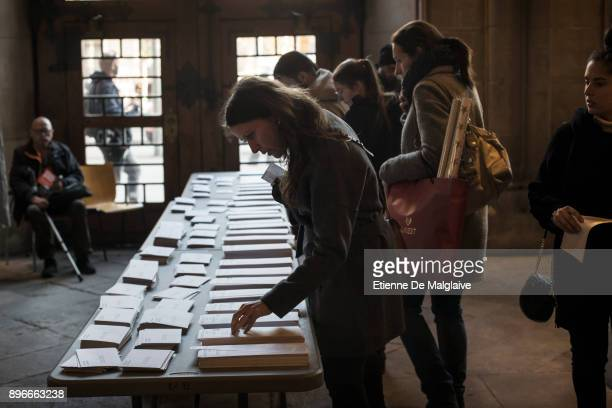 Voters pick their ballot at a polling station inside the hall of the University of Barcelona on December 21 2017 in Barcelona Spain Catalan voters...