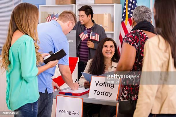 Eleitores registar e votação em Novembro de EUA eleições.