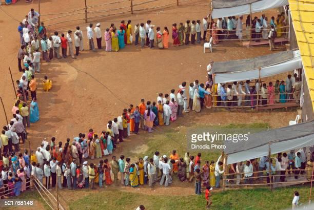 voters standing in queue to cast vote bombay mumbai, maharashtra, india - マハラシュトラ州 ストックフォトと画像