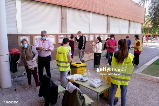 Voters wait in a long queue at the gates of the Colegio Joan Miro, on 4 May, 2021 in Mostoles, Madrid, Spain. A total of 5 658 Madrilenians are...
