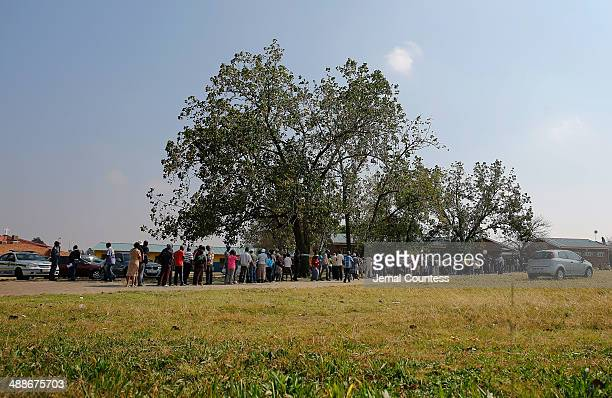 Voters wait in line at the Siyavuma Primary School during the 2014 South African General Election on May 7 2014 in the Soweto Township in...