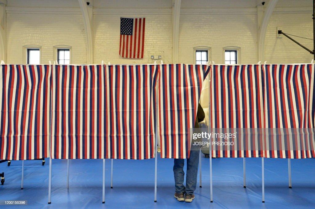 TOPSHOT-US-POLITICS-VOTE : News Photo