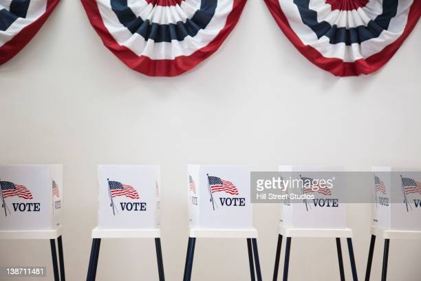 voting booths in polling place - verenigde staten stockfoto's en -beelden
