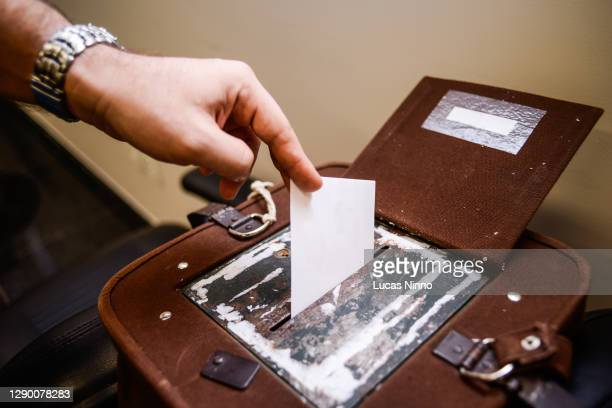 voting - manual vote - polling station stock pictures, royalty-free photos & images