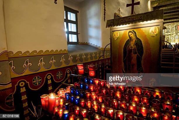 votive candles inside church at san juan capistrano mission - cero foto e immagini stock