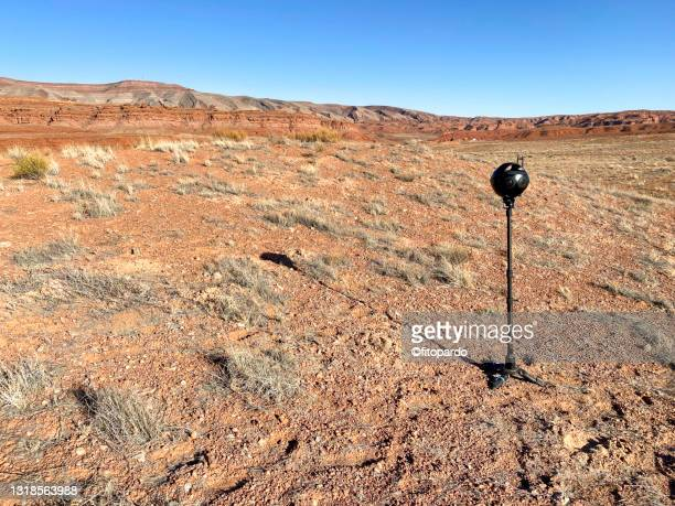 a 360 vr camera in the middle of the valley at mexican hat in utah - fitopardo stock pictures, royalty-free photos & images