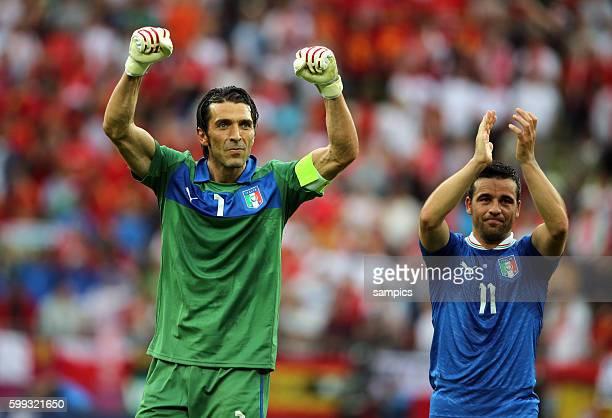 Antonio Di Natale Torschütze zum 10 und Gianluigi Buffon nach dem Spiel Fussball EM 2012 Spanien Italien UEFA EURO 2012 Group C Spain vs Italy 11...