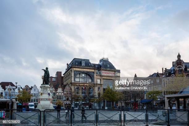vrijdagmarkt, gent, belgium - 東フランダース ストックフォトと画像