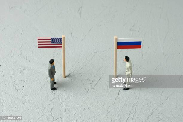 usa vs russia 1 - diplomacy stock pictures, royalty-free photos & images
