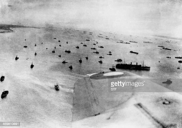 Vue aérienne de la flotte alliée engagée dans l'opération Overlord de débarquement sur les côtes normandes le 06 juin 1944 durant la seconde guerre...