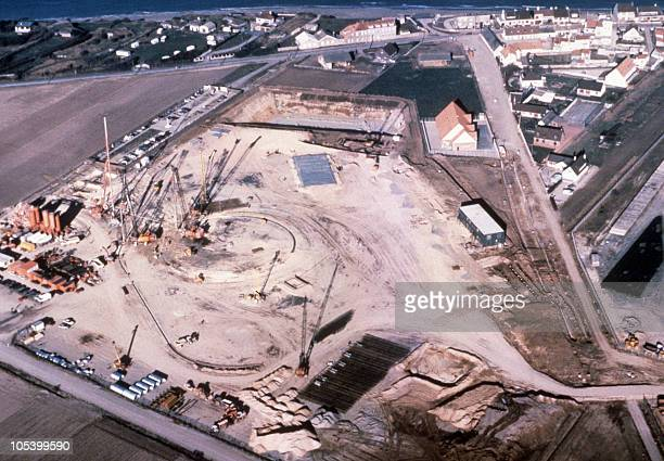 Vue aérienne des travaux préliminaires du percement du tunnel sous la Manche prise à Sangatte le 31 janvier 1987 Aerial view of the construction site...