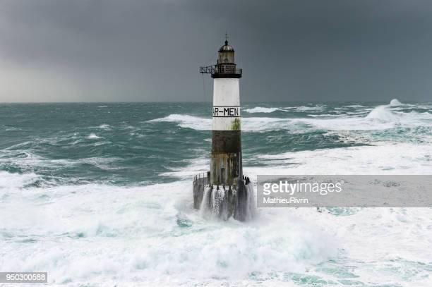 vue aérienne du phare d'armen dans la tempête et la forte houle - finistere stock photos and pictures