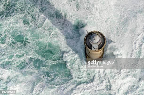 Vue aérienne du phare du Créac'h dans la tempête et la forte houle