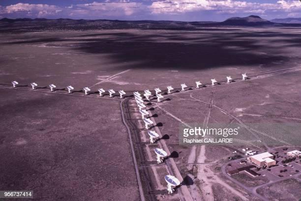 Vue aérienne du site du radiotélescope 'Very Large Array' du National Radio Astronomy Observatory en juillet 1988, Socorro, Etats-Unis.