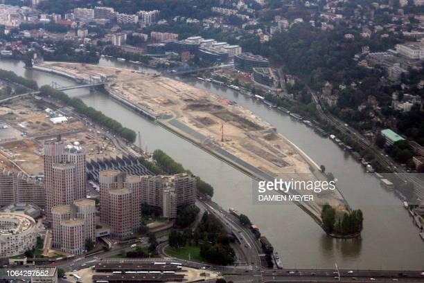 vue aérienne prise à BoulogneBillancourt le 11 octobre 2006 de l'Ile Seguin AFP PHOTO DAMIEN MEYER
