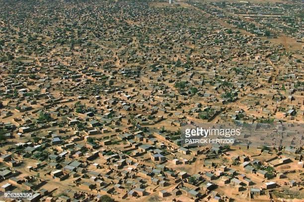 Vue aérienne prise le 10 janvier 2000 de Ouagadougou, capitale du Burkina Faso. An aerial view taken 10 January 2000 shows the city of Ougadougou the...