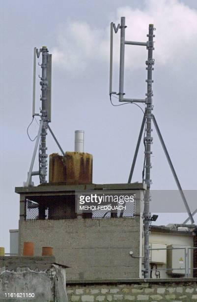 Vue d'antennes relais de téléphonie mobile réalisée, le 05 septembre 2002 à Paris. La veille, la plus active des associations anti-antennes, Priartem...