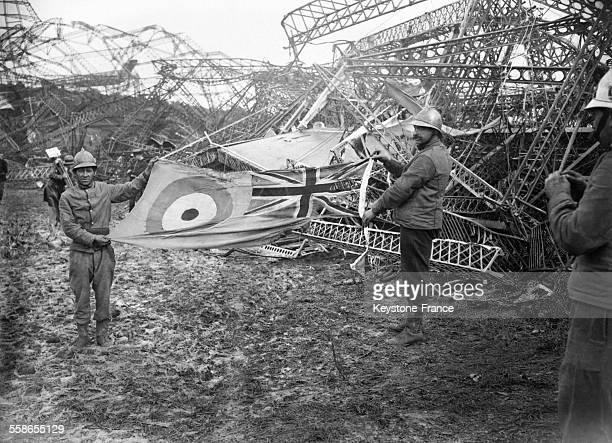 Vue de la catstatrophe du R101 le dirigeable qui s'est écrasé entraînant la mort de 48 personnes à Beauvais France le 5 octobre 1930