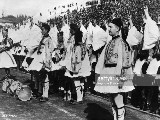 Vue de la cérémonie où les troupes grecques prêtent serment de fidélité au roi Georges dans le stade d'Athènes Grèce le 13 novembre 1935