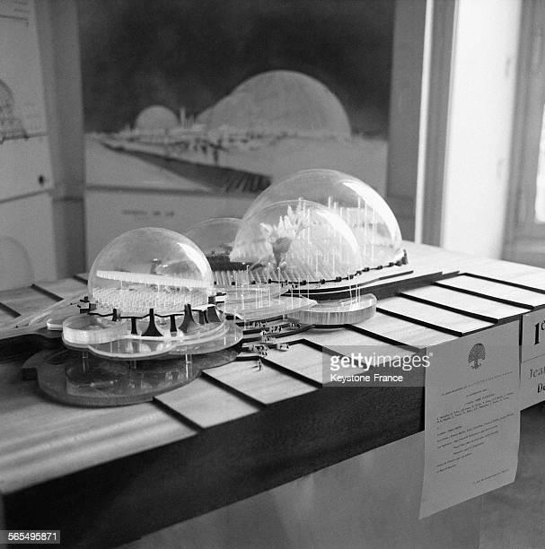 Vue de la maquette du futur pavillon français pour l'Exposition Universelle d'Osaka de 1970 qui a obtenue le Premier Prix pour un projet de structure...