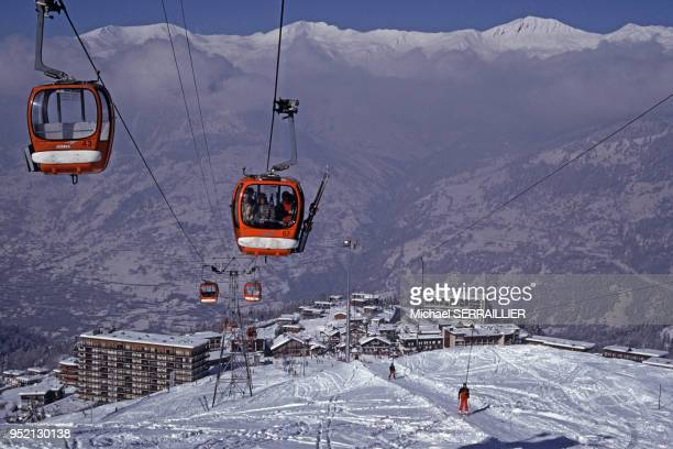 Vue de la station de ski de Courchevel à SaintBonTarentaise en 1986 en Savoie France