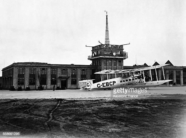 Vue de la tour de contrôle et des bureaux de l'aérodrome de Croydon RoyaumeUni en 1931
