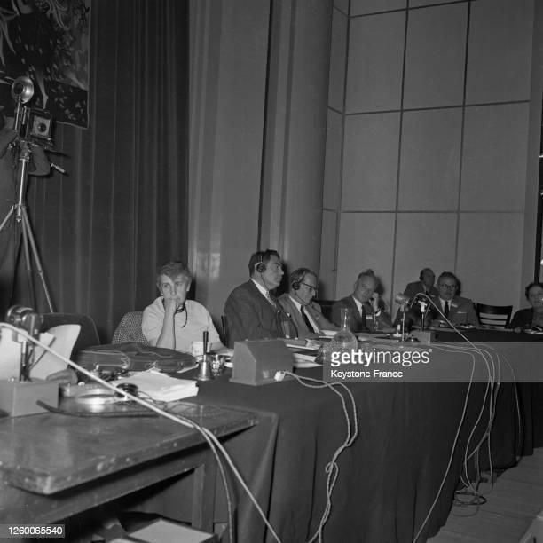 Vue de la tribune pendant la séance d'ouverture en présence d'Anna Freud à Paris France le 29 juillet 1957