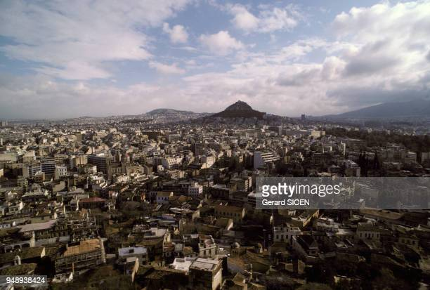 Vue de la ville d'Athènes depuis l'Acropole en Grèce en mai 1989