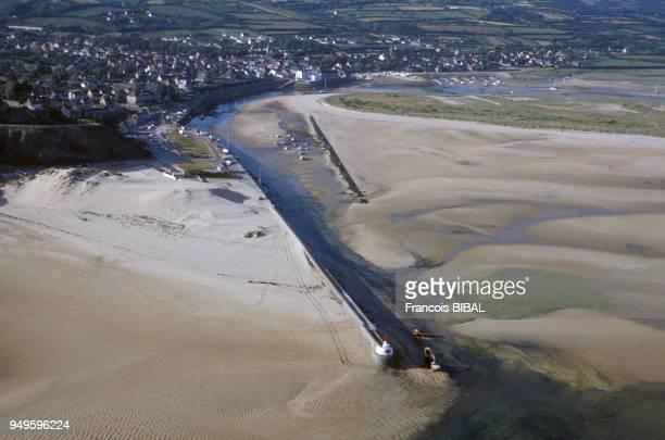 Vue de l'estuaire de la Gerfleur à marée basse à BarnevilleCarteret dans la Manche France