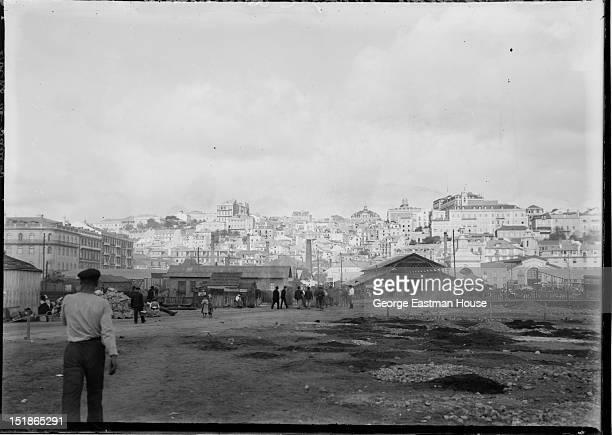 Vue de Lisbonne Portugal/Docks de Santos, between 1900 and 1919.