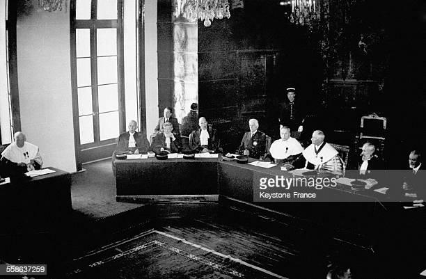 Vue d'ensemble des membres de la cour suprême lors de la première séance du procès de Riom le 19 février 1942 à Riom France
