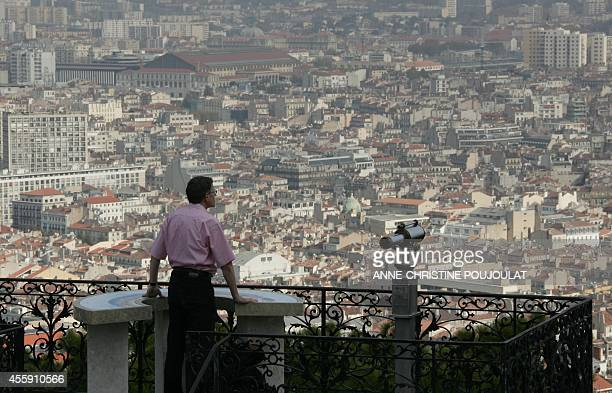 Vue depuis la basilique Notre Dame de la Garde sur la ville de Marseille le 07 novembre 2007 AFP PHOTO ANNECHRISTINE POUJOULAT
