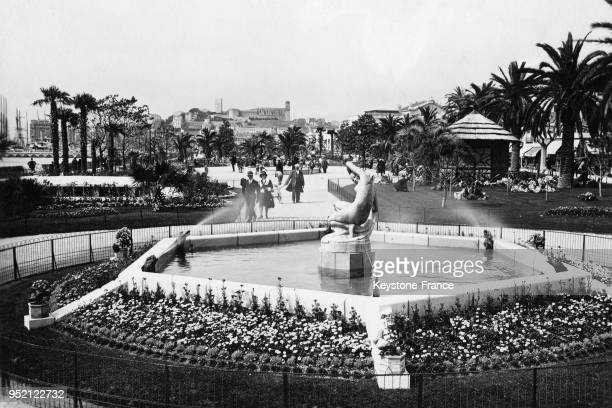 Vue des jardins de la Croisette à Cannes France en 1932