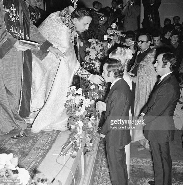 Vue du mariage religieux de Charles Aznavour et Ulla en l'église arménienne de la rue Jean Goujon à Paris France le 13 janvier 1968