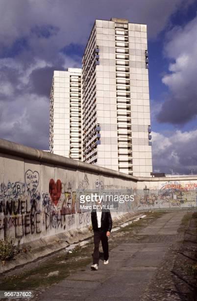 Vue du mur de Berlin le 7 octobre 1989 Allemagne