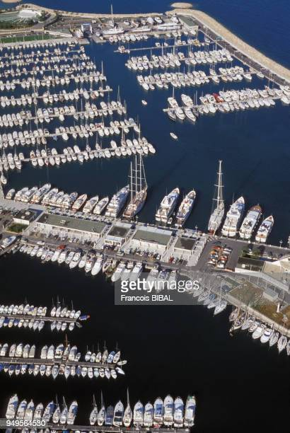 Vue du port de plaisance de GolfeJuan à Vallauris dans les AlpesMaritimes France
