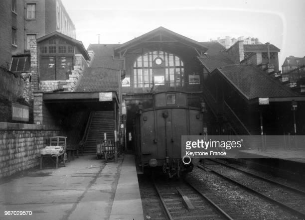 Vue du train du chemin de fer de Ceinture qui sera prochainement supprimé à Paris France le 18 décembre 1933