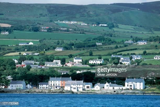 Vue du village de Moville, au bord du Lough Foyle, dans le comté de Donegal, en 1997, Irlande.