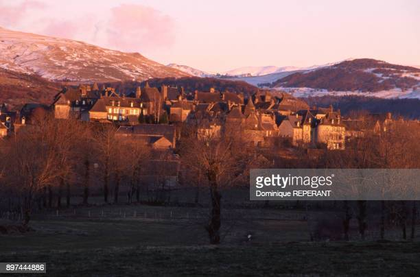 Vue du village de Salers dans le Cantal France