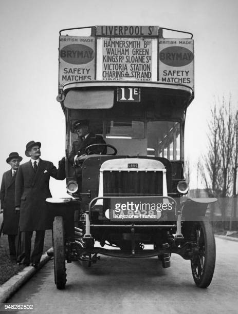 Vue d'un autobus à étage à Londres RoyaumeUni en décembre 1935