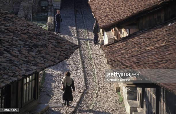 Vue d'une ruelle du vieux bazar de Krujë, Albanie.