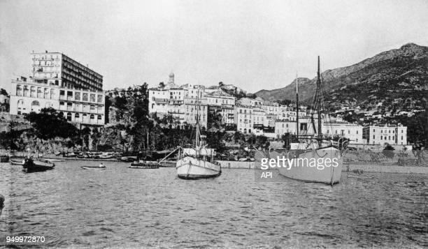 Vue générale de Béjaïa prise de la mer à l'époque de la colonisation française en Algérie