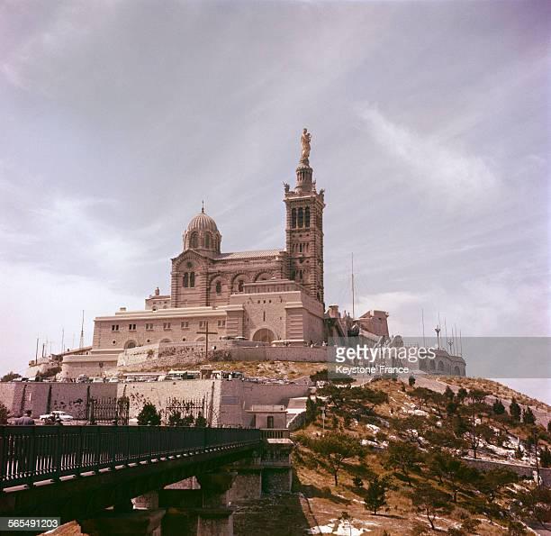 Vue générale de la basilique NotreDamedelaGarde surnommée 'La Bonne Mère' à Marseille en juillet 1963